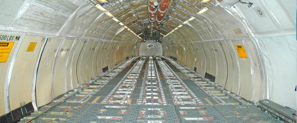 ¿Cuáles son las características y ventajas del transporte aéreo?